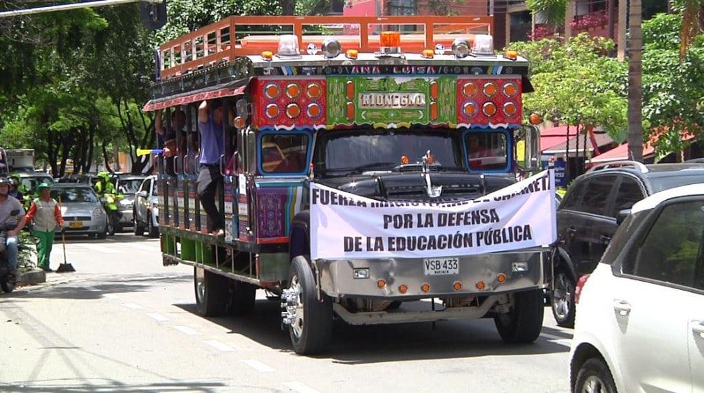 Acuerdan sitios de marchas de maestros para este martes en Bogot — COLOMBIA